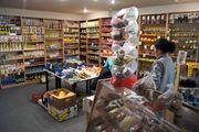 Продам продовольственный магазин  площадь 80кв.м цена 35000$